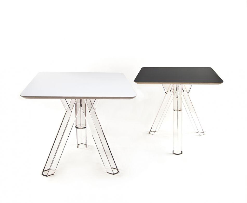 Tavolo quadrato trasparente policarbonato design ometto for Tavolo quadrato design